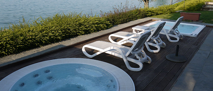 Hotel Acquaviva, Desenzano, Lake Garda, Italy - Outdoor pool.jpg